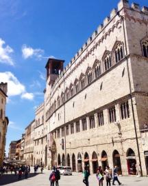 Palazzo dei Priori su Corso Vannucci